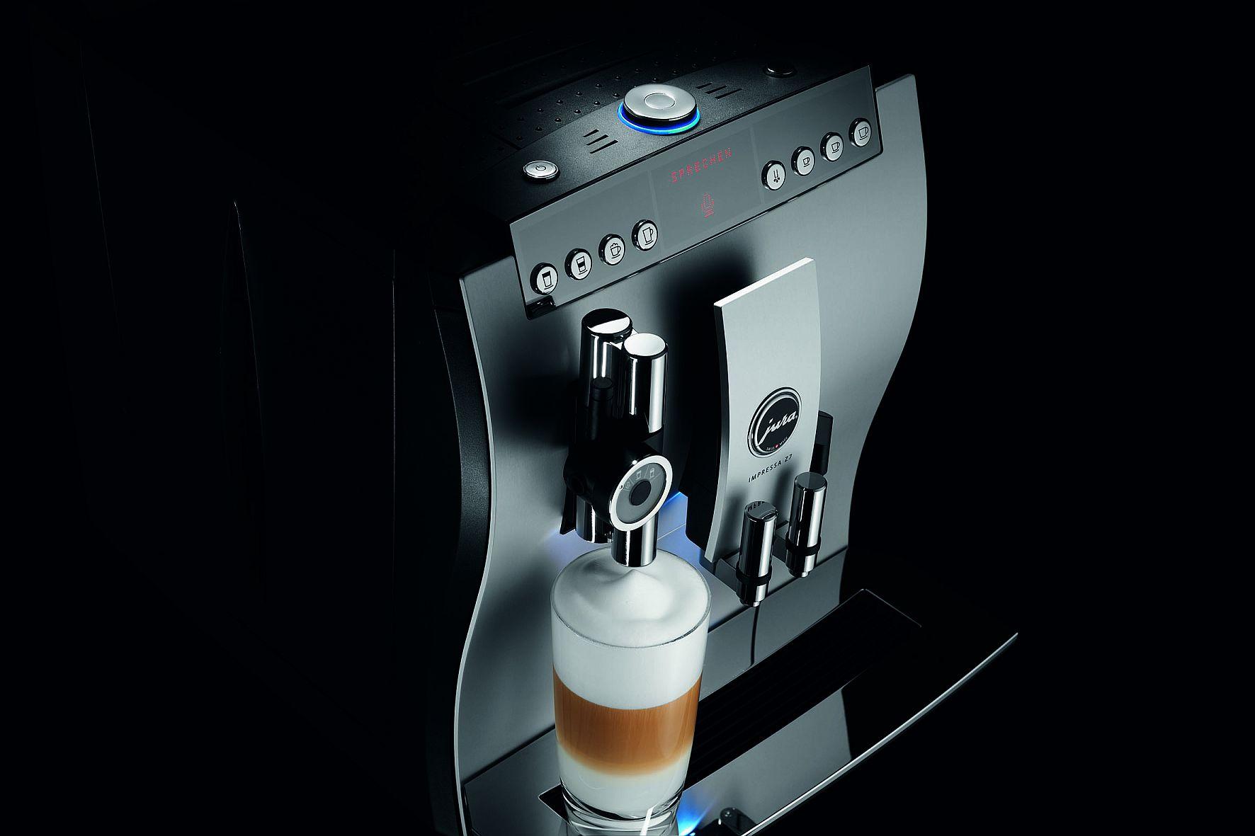 Die Impressa Z7 One Touch Voice bereitet Kaffeespezialitäten auf Sprachbefehl hin