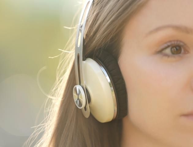 2_Cream_Headphones_Tammy_1