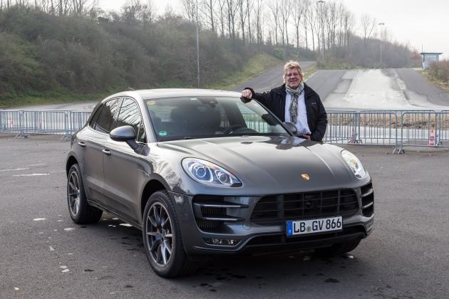 Unser Autor Jo Clahsen durfte Porsches Neuzugang schon probereiten - offensichtlich mit Genuss